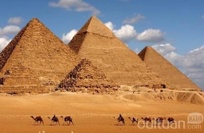 400-260-pyramid-424031122