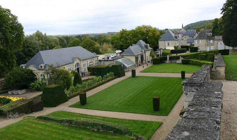 1024px-Château_d'Ussé-128-Park-2008-gje