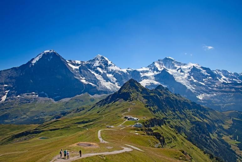 【逃离城市,窝在山中木屋】在阿尔卑斯山中徒步,在丛林中穿梭,在露天浴缸中观山逗鸟。爱如此简单。