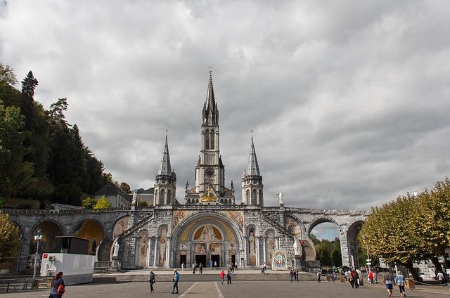 pilgrimage-church-4555392_640